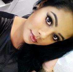 Pele perfeita e iluminada da @maricoliveiraa, do Beauty Team da NYX Maceió. Ela conseguiu esse efeito incrível combinando a base da linha HD com o iluminador Narcissistic. Nos lábios, Butter Lip Gloss Praline