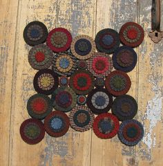 "Wool Penny Mat / Rug-what to do will all the ""pennies"" I'm saving in a jar from scraps :o)"