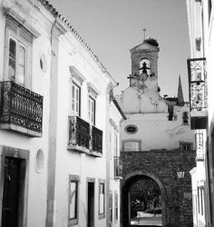 #faro #oldarchitecture #oldstreet #church #oldchurch #architecturelovers #oldarch #stonebuilding #street #streetphotography #architecturephotography #blackandwhite #blackandwhitephotography #travelingram #travel by andreia_pat_novo