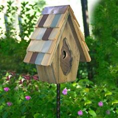 Stake Vintage Wren Bird Houses attract and shelter your backyard visitors Bird House Plans, Bird House Kits, Wooden Bird Houses, Birdhouse Designs, Birdhouse Ideas, Bird Aviary, House Yard, Diy House Projects, Backyard Birds