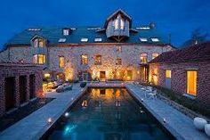 manoir, belle demeure, château, maison de maitre, maison bourgeoise, cour intérieure, piscine