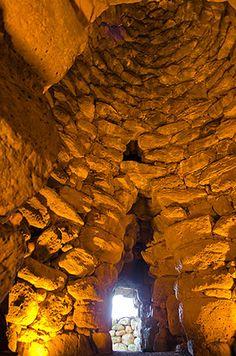 """Nuraghe Losa (OR)  Interno della camera di base della torre centrale """"A"""""""