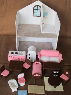 Discover thousands of images about Felt dollhouse, furn - Diy Dollhouse, Dollhouse Furniture, Foam Crafts, Crafts To Make, Diy For Kids, Gifts For Kids, Felt Doll House, Cardboard Toys, Cardboard Playhouse
