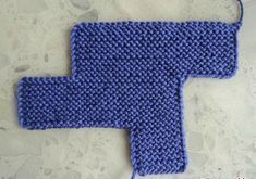 les pantoufles en laine rigolottes – les bidouillages de Fafa a nice snood with knitting or needle n ° 8 –…Great skills. Knitted Slippers, Knit Mittens, Knitting Socks, Baby Knitting, Crochet Slipper Pattern, Crochet Shoes, Knit Crochet, Tricot Baby, Sewing School