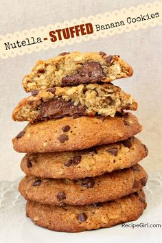 Banana Nutella Cookies - My god, this is brilliant! Especially the bit about freezing the Nutella to make the filling part easier. Maybe minus the Nutella. Nutella Cookies, Yummy Cookies, Yummy Treats, Sweet Treats, Giant Cookies, Stuffed Cookies, Oatmeal Cookies, Banana Cookie Recipe, Cookie Recipes