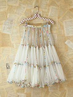 Vintage White Mesh Skirt. http://www.freepeople.com/vintage-loves-pretty-in-pink/vintage-white-mesh-skirt-26897900/#