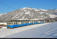 Net Photo: 4003 MOB (Montreux-Oberland Bernois) ABDe at Gstaad, Switzerland by steverod Gstaad Switzerland, Swiss Railways, Speed Training, Rolling Stock, Train Travel, British Isles, Locomotive, Vintage Posters, Transportation