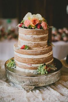 "Magnifique gâteau ""Nu"" #mariage2015 / Beautiful naked cake #wedding2015  http://www.thelovelyfind.com/page/2/"