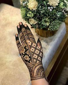 Mehndi Designs Front Hand, Peacock Mehndi Designs, Finger Henna Designs, Henna Tattoo Designs Simple, Back Hand Mehndi Designs, Henna Art Designs, Unique Mehndi Designs, Wedding Mehndi Designs, Mehndi Design Images