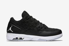 Jordan Clutch Men's Shoe: Black/Wolf Grey/White