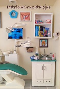 Patricia Cruzat Artesania y Color: Consulta Dental con Miniaturas y figura personalizada de Cirujano Dentista.