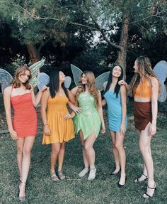 Halloween Costumes For Teens Girls, Cute Group Halloween Costumes, Trendy Halloween, Cute Costumes, Halloween Kostüm, Halloween Outfits, Group Costumes For Girls, Costume Ideas For Friends, Disney Group Costumes
