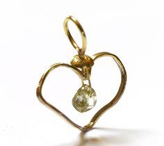 Elegant gold pendant in 18 k Oro Verde gold with beautiful 0.68 ct green natural colour rough diamond - design Anna Moltke-Huitfeldt, Jewellery in Life