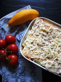 kuva Eat Lunch, Coconut Flakes, Spices, Cheese, Meat, Chicken, Dinner, Food, Dining