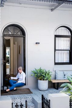 After retreating to the 'burbs with young children, a couple return to Sydney's Paddington with grown-up kids and reap the benefits of downsizing. Terrace House Exterior, House Paint Exterior, Exterior House Colors, House Exteriors, Porch Tile, Types Of Bricks, Terrace Decor, Victorian Terrace, House Entrance