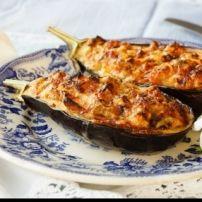 Met deze Griekse smaken kom je helemaal in Griekse sferen. Hou je niet zo van aubergines dan kun je ook courgettes gebruiken