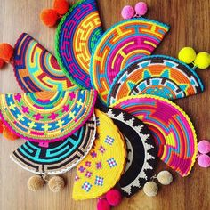 New special edition of #wayuu abanico clutches. www.LombiaAndCo.com #mochilaswayuu#wayuubags