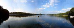 Blick vom Bootshaus auf den See