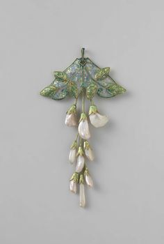 Pendant in the form of a branch wisteria, Georges Fouquet, ca 1908 - ca 1910 gold, pearls and enamel