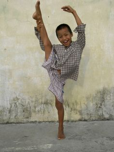 Taken by Robert Gravenor, ex of BRB, while teaching ballet to children in Burma. A fantastic read and lots of pics if you click through to original @BALLETNEWS post...