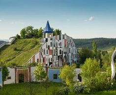 If you are into art, there is big chance you've heard of Hundertwasser before. Well, here is the chance to sleep in an original Hundertwasser House - the Thermal Hotel Rogner Bad Blumau! Green Architecture, Amazing Architecture, Architecture Design, Sustainable Architecture, Creative Architecture, Contemporary Architecture, Friedensreich Hundertwasser, Gaudi, Spa Design