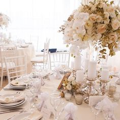 Неизменная классика и белый цвет-высокий стандарт свадебного оформления #свадьбаповерьтакможетбыть #comilfodecor #comilfoflowers for @dergousova_agency #dergousova_agency #photo by @masliy #wedding #weddingdesign #weddingday #floral #centerpiecewedding #eventdesign #elegantwedding