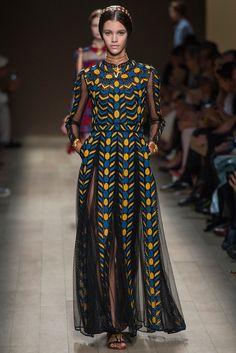 Valentino, Figuras, formas, movimiento, color y mucho estilo en esta colección