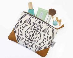 Pochette cuir/Pochette ethnique/Pochette tissu par ANJESYdesign