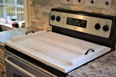 to Build a Noodle Board (DIY) - Diy stove top cover -How to Build a Noodle Board (DIY) - Diy stove top cover - Learn to paint your own wood serving tray Stovetop Cover Serving Tray Rustic Wooden Stove Cover Easy Woodworking Projects, Woodworking Furniture, Woodworking Plans, Woodworking Store, Woodworking Classes, Custom Woodworking, Wooden Stove Top Covers, Stove Covers, Electric Stove Top Covers