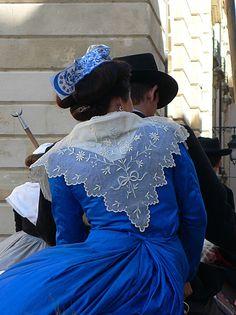 LE COSTUME D'ARLESIENNE