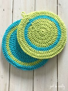 Simple Crochet Hot Plate Pattern - Just Be Crafty Spiral Crochet, Simple Crochet, Crochet Round, Crochet Home, Cute Crochet, Double Crochet, Crochet Gifts, Crochet Potholder Patterns, Crochet Placemats