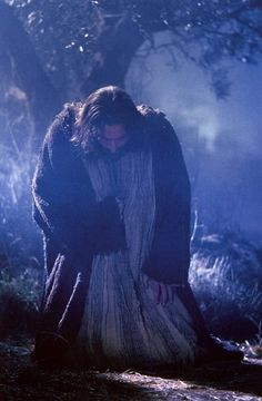 "Movie ""The Passion of The Christ"" - Jesus humbling himself before God the Father in the Garden of Gethsemane La Passion Du Christ, Image Jesus, Agony In The Garden, Gospel Of Luke, Saint Esprit, Jesus Christus, My Jesus, Jesus Father, King Jesus"