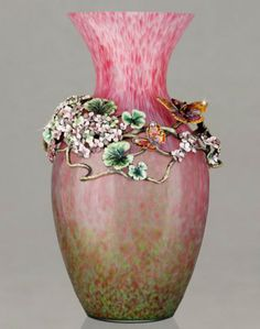 Jay Strongwater Floral and Fauna Elouise Floral Cluster Grand Vase SDH2306-472. Biggs Ltd. Gallery 1-800-362-0677.