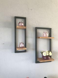 Decoratie rekjes van hout zelf gemaakt, in elke vorm op te hangen, kunnen ook besteld worden bij ons.