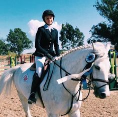 """460 Likes, 3 Comments - The Fit Equestrian (@thefit.equestrian) on Instagram: """"Today we are introducing our last, but definitely not least, 2018 ambassador: @chicaconcaballos /…"""""""