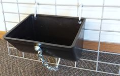 Show Stopper Equipment Show Pig Feeders and Hanging Pig Feeders for your Show Pigs.