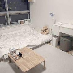 The Best Minimalist Bedroom Decor How do I make an aesthetic bedroom? - Homes Room Ideas Bedroom, Bedroom Colors, Bedroom Inspo, Bedroom Decor, Minimalist Room, Aesthetic Room Decor, Aesthetic Style, Cozy Room, Trendy Home