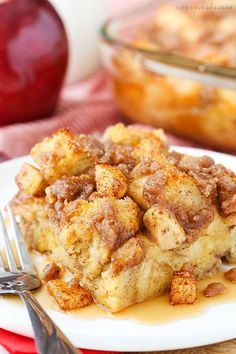 This Overnight Cinnamon Apple Baked French Toast Casserole is going to be perfect for the holidays and would be great for any time you want a fun breakfast without a ton of work or prep! The past few (Vegan Casserole French Toast) Breakfast And Brunch, Best Breakfast Casserole, Breakfast Dishes, Breakfast Recipes, Breakfast Muffins, Mini Muffins, Polish Breakfast, Apple Breakfast, Apple French Toast