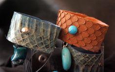 Corales y Turquesas adornan los brazaletes de la linea OPHIDIA de #LooKcrecia