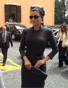 Sheikha Mozah in Jean Paul Gaultier Couture. The fit is just flawless.