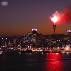 The clock strikes twelve in #Auckland and the gorgeous skyline is explodes with lights! As the Māori would say, 'Kia hari te tau hou' or Happy New Year!