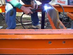 Home-Built Portable Chainsaw Mill Homemade Chainsaw Mill, Homemade Bandsaw Mill, Portable Chainsaw Mill, Portable Saw Mill, Chainsaw Mill Plans, Chainsaw Repair, Easy Woodworking Projects, Woodworking Techniques, Chain Saw Machine
