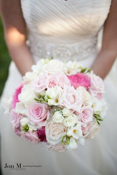 A beautiful bouquet. #flowers #roses #weddingflower #wedding #weddingideas #weddingphotographer #weddingphotography