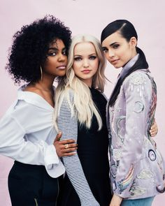 Dove Cameron, Sofia Carson, And China Anne McClain Find Out Which Disney Princess They Are The Descendants, Cameron Boyce, China Anne Mcclain, Decendants, Disney Channel Stars, Disney Stars, Famous Girls, High School Musical, Celebs