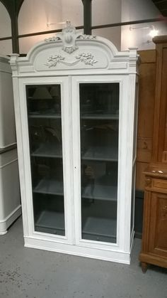 Design armoires and belle on pinterest - Armoire ancienne relookee ...