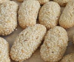 Mom Bakes These Italian Sesame Seed Cookies! oking-itali My Mom Bakes These Italian Sesame Seed Cookies! -My Mom Bakes These Italian Sesame Seed Cookies! Italian Cookie Recipes, Sicilian Recipes, Italian Desserts, Italian Foods, Yummy Cookies, Holiday Cookies, Cupcake Cookies, Vanilla Cookies, Vanilla Biscuits