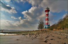 An der Elbe beim Falkensteiner Leuchtturm.  Hamburg / Blankenese Photo Boards, Lighthouse, Photo Art, Street Art, Beautiful Places, Scenery, Germany, Around The Worlds, Ocean