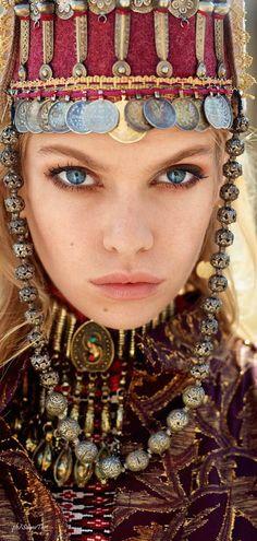 TatiTati Style ✧❂✧↢ Stella Maxwell by David Mushegain - Vogue Russia