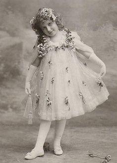 https://flic.kr/p/419KFW | Vintage Postcard ~ Girl in Pretty Dress