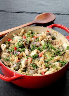 Alt-i-ett krema kyllinggryte - LINDASTUHAUG Pasta Salad, Dinner, Ethnic Recipes, Red Peppers, Crab Pasta Salad, Dining, Food Dinners, Dinners
